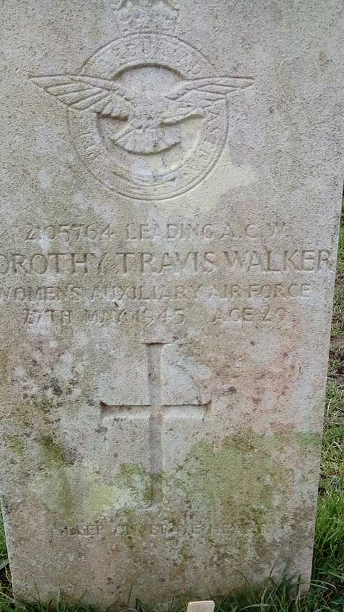 Grave stone of Dorothy Travis Walker