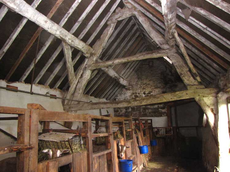 photo of crook barn