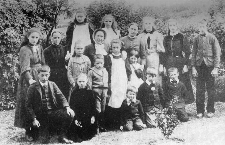 photo of pupils at Chestnut Bank
