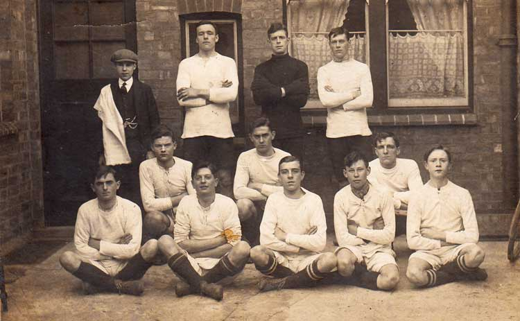 photo of Sawmills football team